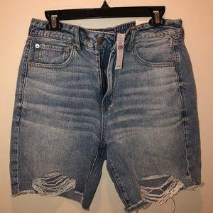 American Eagle Hi-Waisted Bermuda shorts - Size 12